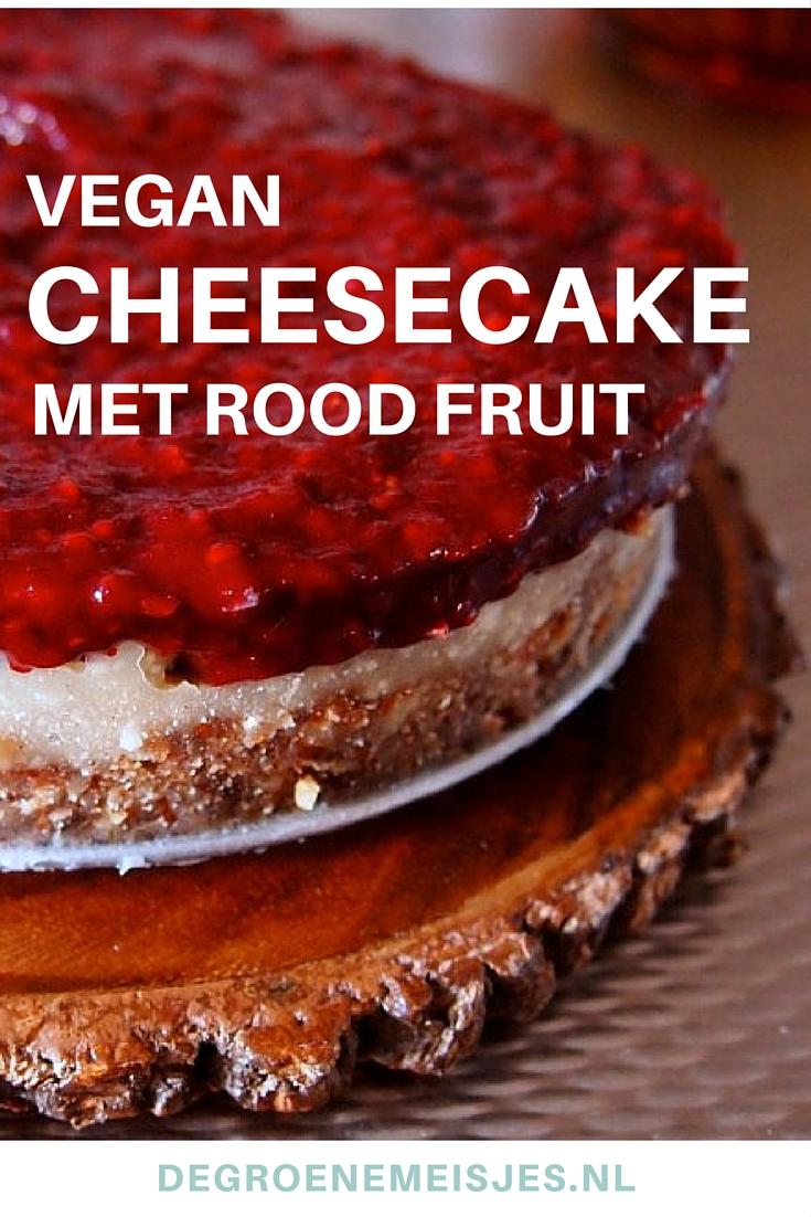 Makkelijke no-bake vegan cheesecake to die for van pecan noten, dadels en rood fruit. Lees het recept op de blog.