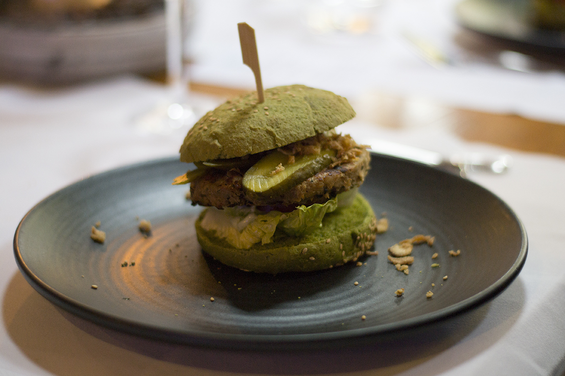 Dutch Weed Burger 2 crop