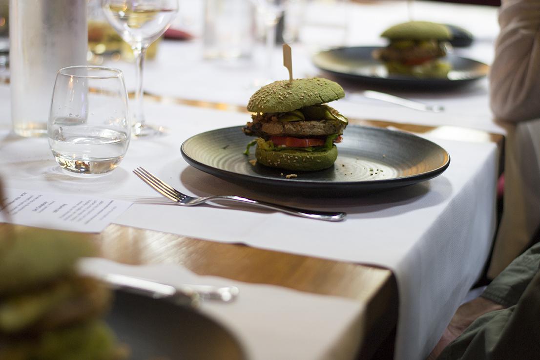 Dutch Weed Burger 3 crop