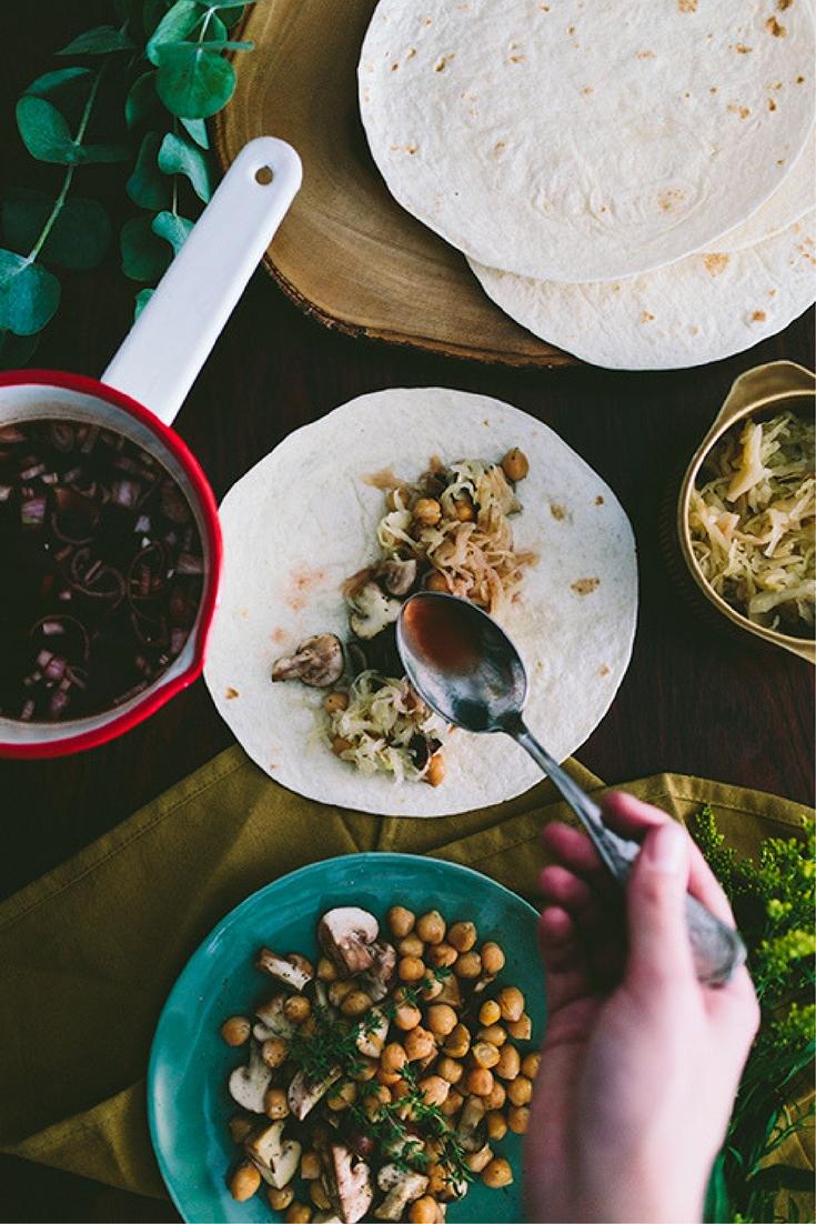 Probeer eens een ander gerechten met zuurkool: wraps met zuurkool en portsaus. Port? Gezond en vegan eten met producten van de Aldi. Lees het recept op de blog. Foto door Aline Bouma.