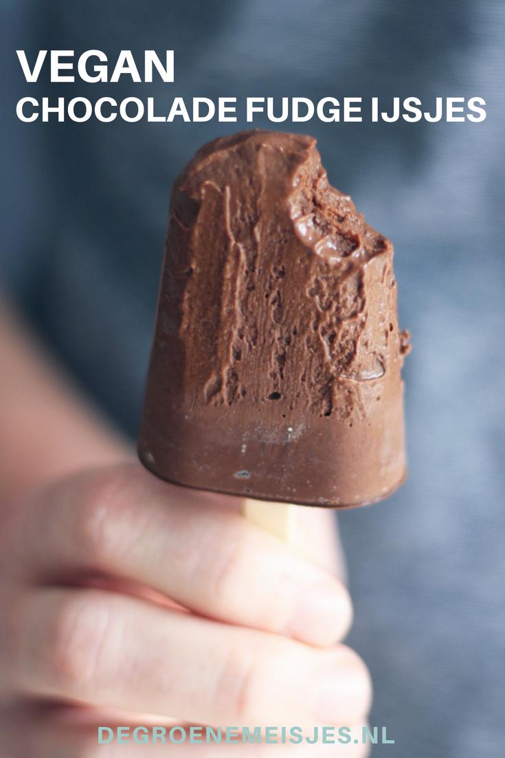 Vegan chocolade fudge ijsjes, gemaakt door Susan van het blog Mesa Verde. Makkelijk om te maken en ook nog wel een béétje verantwoord om te eten