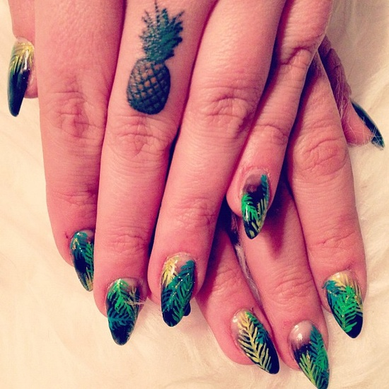 naominailsnyc-palm-tree-leaf-nail