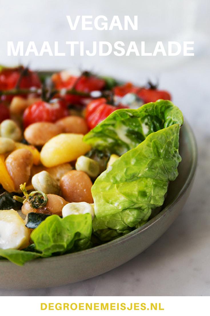 Recept lauwwarme maaltijdsalade van gnocchi, bonen en groenten uit de oven. Makkelijk, snel en gezond met o.a. courgette, paprika, tomaat, munt, amandelen, citroen #maaltijdsalade