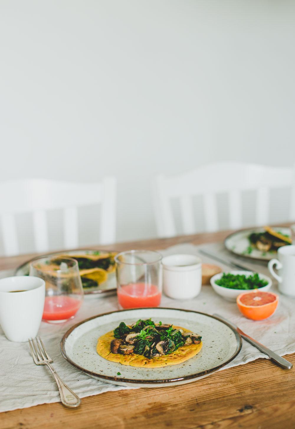 Vegan Omelet met spinazie champignon vulling. Super simpel en lekker!
